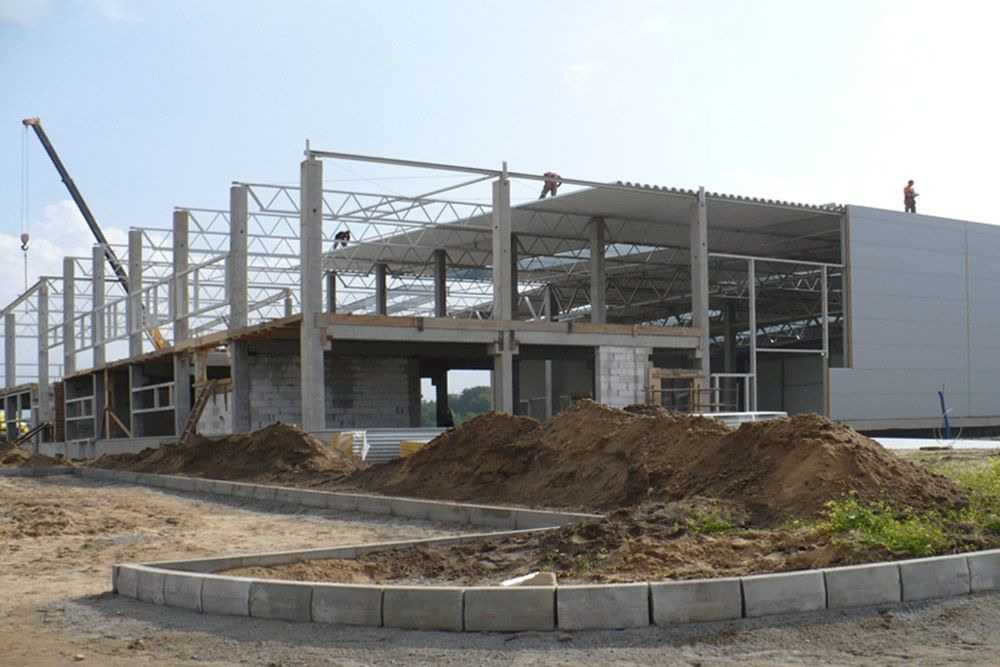 montaż pokrycia elewacyjnego - hala produkcyjna z budynkiem biurowym, dla NWM, Gubin