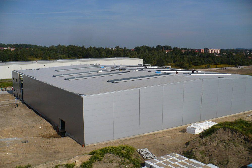 widok z góry - hala produkcyjna z budynkiem biurowym, dla NWM, Gubin, woj. lubuskie