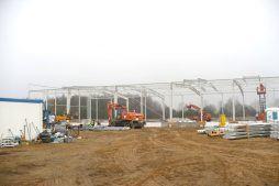 widok konstrukcji stalowej - hala produkcyjno-magazynowa z budynkiem biurowym, dla Polamp, Bieniewiec, woj. mazowieckie
