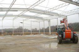 konstrukcja stalowa - hala produkcyjno-magazynowa z budynkiem biurowym, dla Polamp, Bieniewiec, woj. mazowieckie