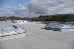 świetliki dachowe - hala produkcyjno-magazynowa z budynkiem biurowym, dla Polamp, Bieniewiec, woj. mazowieckie