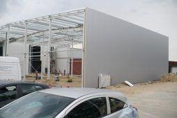 obudowa konstrukcji blachą - hala produkcyjno-magazynowa z częścią biurową, dla 2x3, Krzęcin, woj. zachodniopomorskie