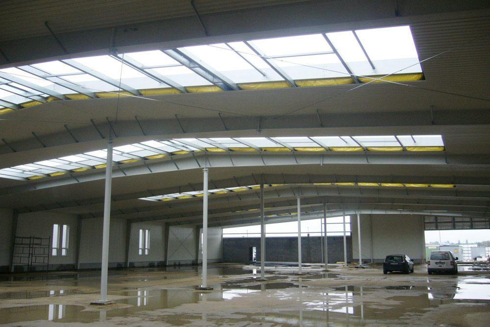 wnętrze hali 1 - hala produkcyjna z budynkiem biurowym, dla Eurocolor, Pyskowice, woj. śląskie