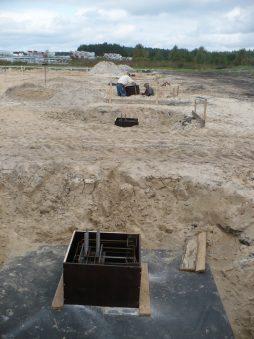 kominki stóp prefabrykowanych przygotowane do betonowania - hala produkcyjna z częścią socjalną, dla HG Poland, Łozienica