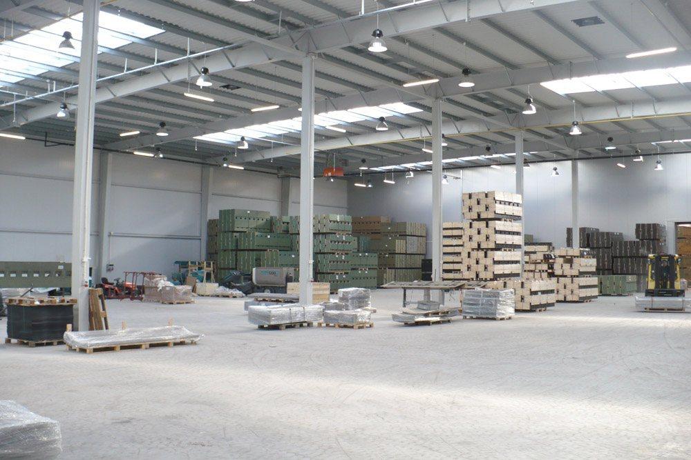 wnętrze hali - hala produkcyjna z częścią socjalną, dla HG Poland, Łozienica, woj. zachodniopomorskie