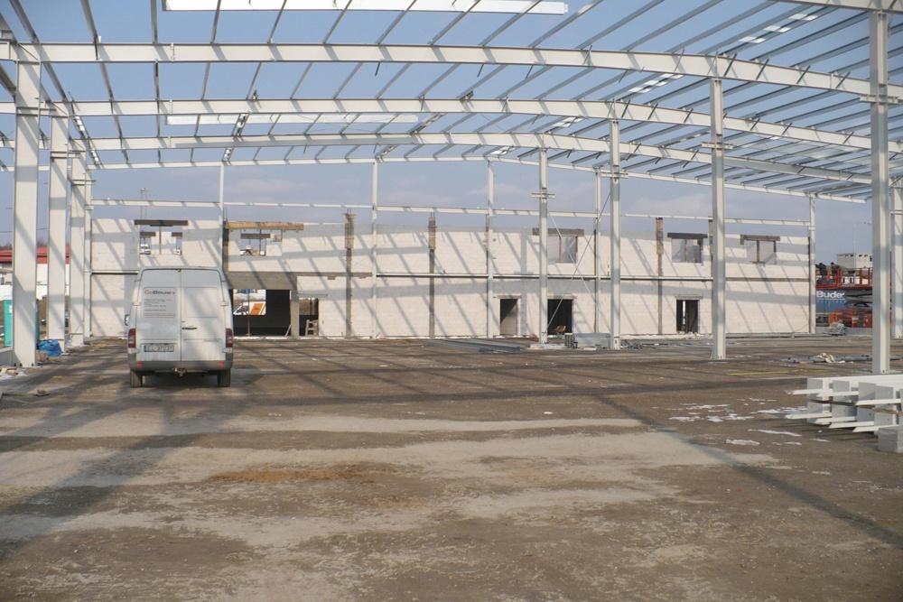 konstrukcja stalowa widziana od wewnątrz - hala produkcyjna z częścią biurową, dla Markos, Słupsk
