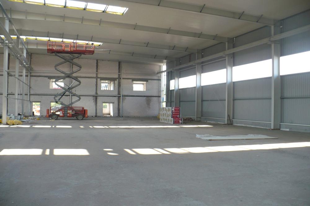 wnętrze hali 2 - hala produkcyjna z częścią biurową, dla Markos, Słupsk, woj. pomorskie