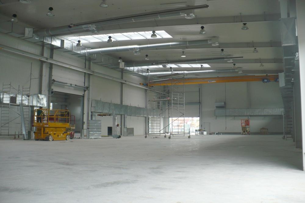 wnętrze hali 5 - hala produkcyjna z częścią biurową, dla Markos, Słupsk, woj. pomorskie