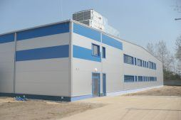 ściana frontowa 1 - hala produkcyjna z budynkiem biurowym, dla Meblomaster, Węgrów, woj. mazowieckie