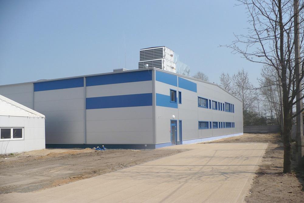 widok ogólny - hala produkcyjna z budynkiem biurowym, dla Meblomaster, Węgrów, woj. mazowieckie