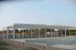 montaż konstrukcji stalowej - hala produkcyjna z budynkiem biurowym, dla Auto-Hak, Słupsk, woj. pomorskie