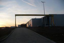 widok ogólny nocą - hala produkcyjna z częścią biurową, dla Pritip, Puławy, woj. lubelskie