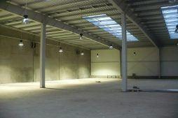 wnętrze budynku - hala produkcyjna z częścią socjalną, dla Auto-Hak, Słupsk, woj. pomorskie