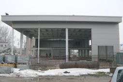 elewacja boczna w trakcie budowy - hala produkcyjna, dla Cornette, Sieradz, woj. łódzkie