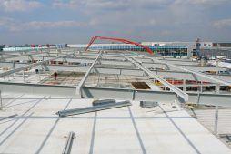 montaż elementów konstrucji stalowej 2 - hala handlowa, dla EACC Investments, Wólka Kosowska, woj. mazowieckie