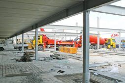 wznoszenie konstrukcji stalowej - hala handlowa, dla EACC Investments, Wólka Kosowska, woj. mazowieckie