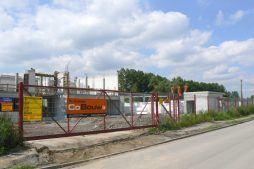 reklama na ogrodzeniu placu budowy - hala produkcyjno-magazynowa z budynkiem biurowym, dla Viva Plus, Bytom