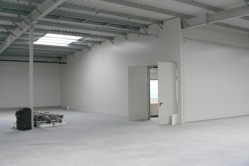 pomieszczenie wewnętrzne - hala produkcyjno-magazynowa z budynkiem biurowym, dla Viva Plus, Bytom, woj. śląskie