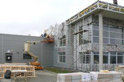 montaż paneli elewacyjnych 1 - hala produkcyjno-magazynowa z budynkiem biurowym, dla Viva Plus, Bytom, woj. śląskie