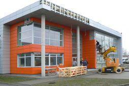 montaż paneli elewacyjnych - hala produkcyjno-magazynowa z budynkiem biurowym, dla Viva Plus, Bytom, woj. śląskie
