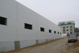 fragment elewacji w trakcie budowy - hala magazynowa, dla Arma Bauteile, Lubliniec, woj. śląskie