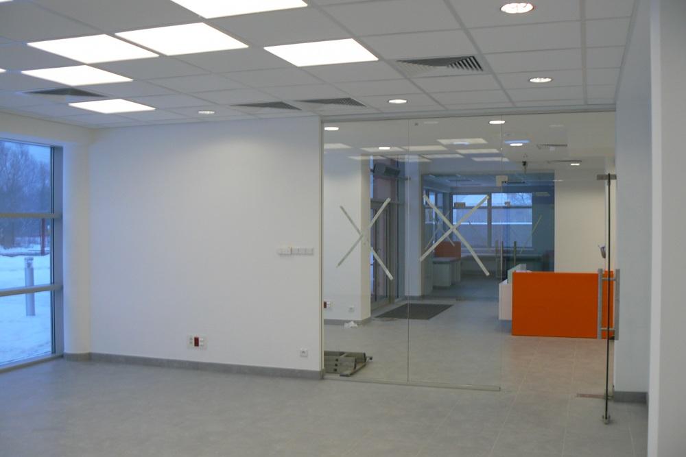 prace wykończeniowe w holu 1 - hala produkcyjno-magazynowa z budynkiem biurowym, dla Viva Plus, Bytom, woj. śląskie