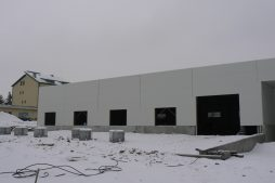 ściana frontowa w trakcie budowy - hala magazynowa, dla Arma Bauteile, Lubliniec, woj. śląskie