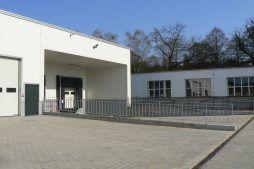 zbliżenie na stacje dokujące - hala magazynowa, dla Arma Bauteile, Lubliniec, woj. śląskie