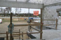 budynek biurowy podczas budowy - hala magazynowa z budynkiem biurowym, dla Tech-Met, Kolonia Sokolniki