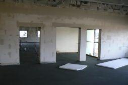 wnętrze części biurowej w trakcie budowy 1 - hala magazynowa z budynkiem biurowym, dla Tech-Met, Kolonia Sokolniki