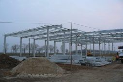 lwznoszenie konstrukcji stalowej - hala magazynowa z budynkiem biurowym, dla Agrarada, Domaniów