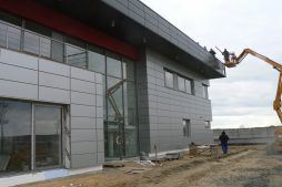montaż paneli elewacyjnych 2 - hala magazynowa z budynkiem biurowym, dla Tech-Met, Kolonia Sokolniki