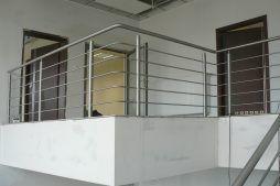 klatka schodowa w części biurowej 1 - hala magazynowa z budynkiem biurowym, dla Tech-Met, Kolonia Sokolniki
