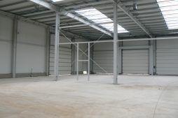 wnętrze hali 1 - hala magazynowa z budynkiem biurowym, dla Agrarada, Domaniów, woj. dolnośląskie