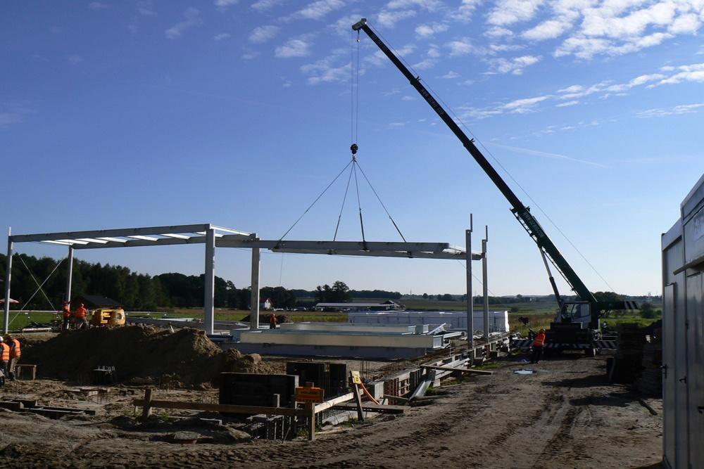 wznoszenie konstrukcji stalowe - hala produkcyjna z częścią biurową, dla Protech, woj. śląskie