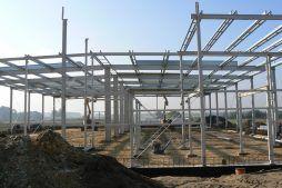 montaż elementów konstrukcyjnych - hala produkcyjna z częścią biurową, dla Protech, woj. śląskie