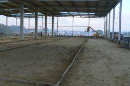 wnętrze hali w trakcie prac budowlanych - hala produkcyjna z częścią biurową, dla Protech, woj. śląskie