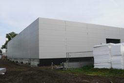 elewacje budynku w trakcie budowy - hala produkcyjna z częścią biurową, dla Protech, woj. śląskie