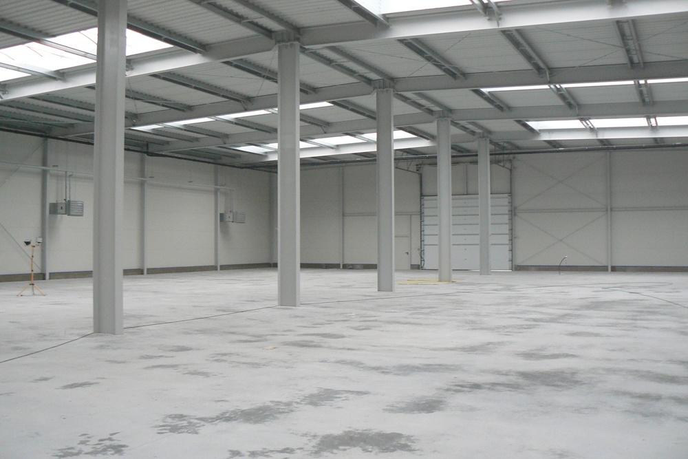 wnętrze hali - hala produkcyjna z częścią biurową, dla Protech, woj. śląskie