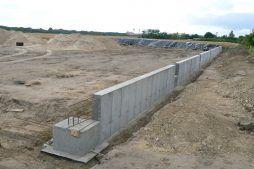fragment ściany fundamentowej - hala produkcyjna z częścią socjalno-biurową, dla Medos, Chełmno, woj. kujawsko-pomorskie