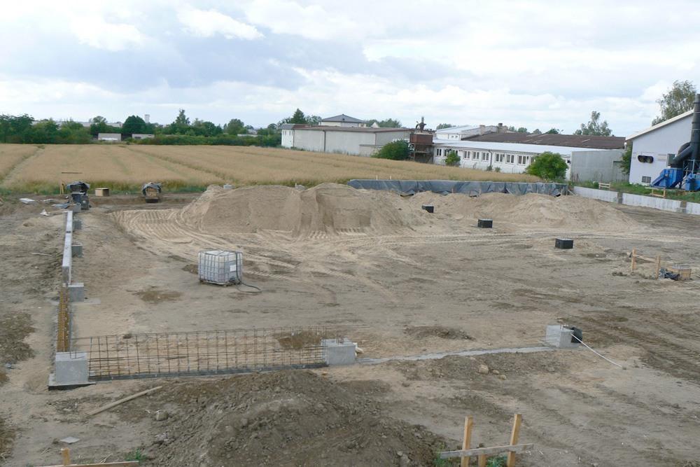 przygotowanie terenu pod budowę - hala produkcyjna z częścią socjalno-biurową, dla Medos, Chełmno, woj. kujawsko-pomorskie