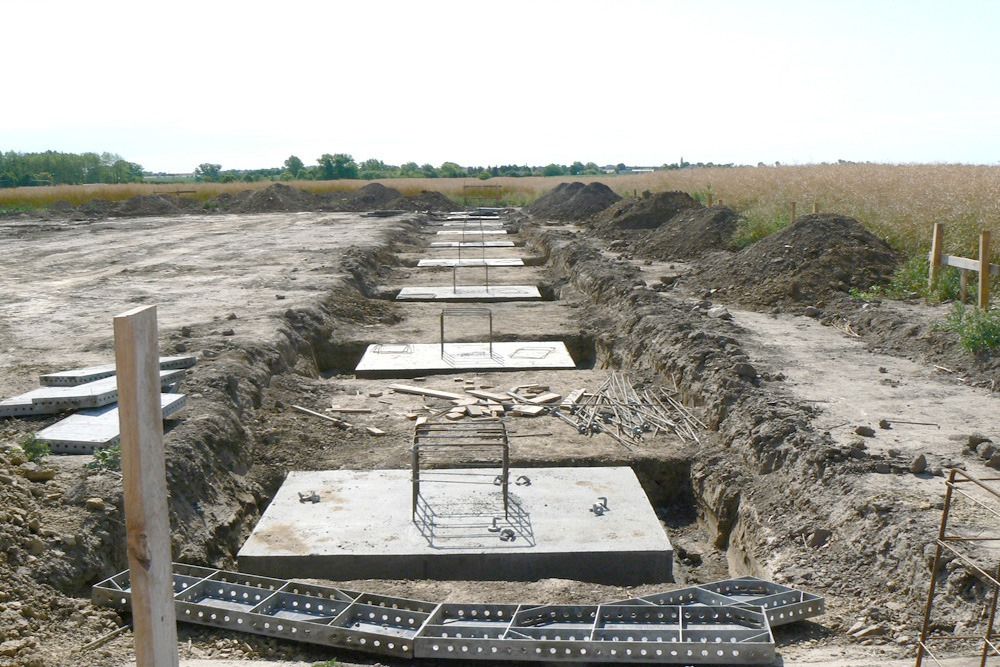 zdjęcie stóp fundamentowych - hala produkcyjna z częścią socjalno-biurową, dla Medos, Chełmno, woj. kujawsko-pomorskie
