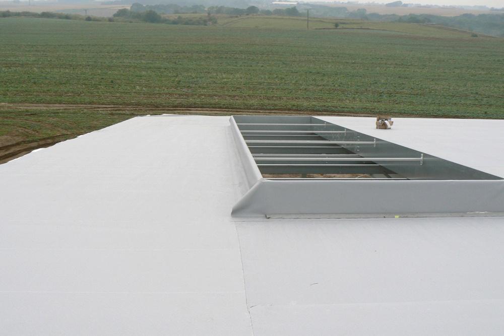świetlik dachowy - hala produkcyjna z częścią socjalno-biurową, dla Medos, Chełmno, woj. kujawsko-pomorskie