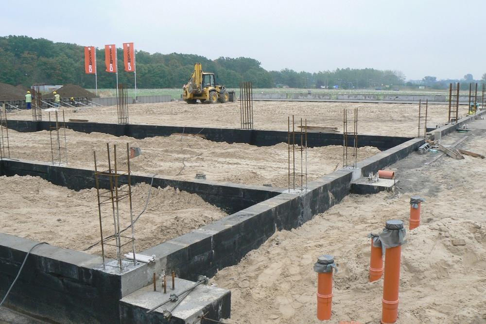 równanie terenu pod posadzkę - hala produkcyjna z częścią socjalno-biurową, dla Medos, Chełmno, woj. kujawsko-pomorskie