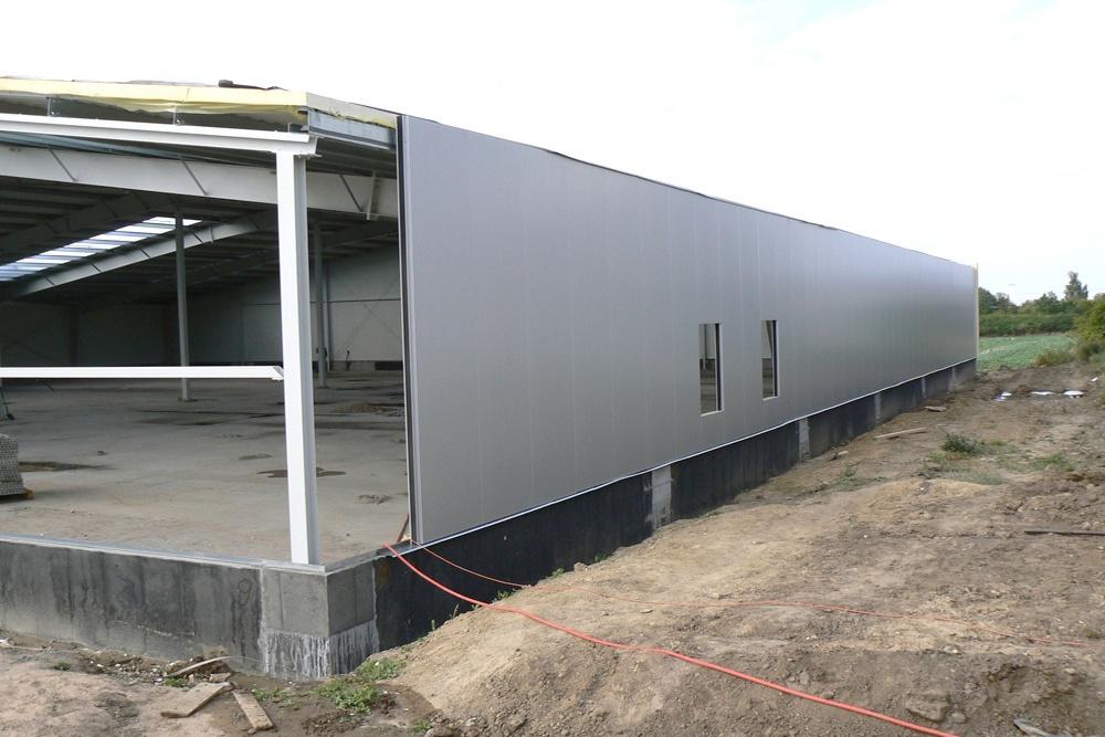 montaż paneli elewacyjnych - hala produkcyjna z częścią socjalno-biurową, dla Medos, Chełmno, woj. kujawsko-pomorskie