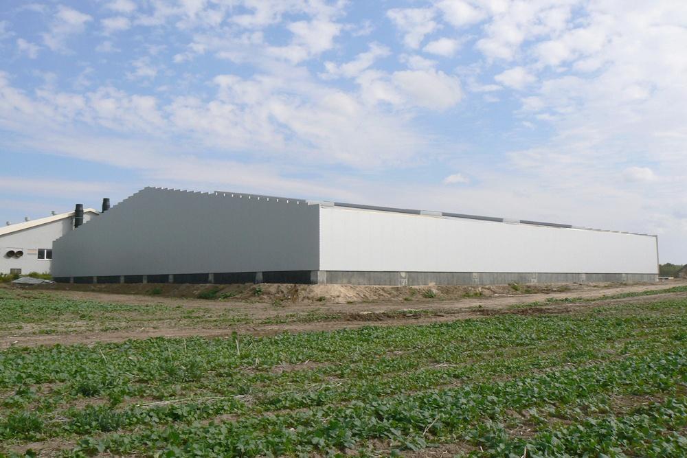 zdjęcie obiektu z oddali - hala produkcyjna z częścią socjalno-biurową, dla Medos, Chełmno, woj. kujawsko-pomorskie