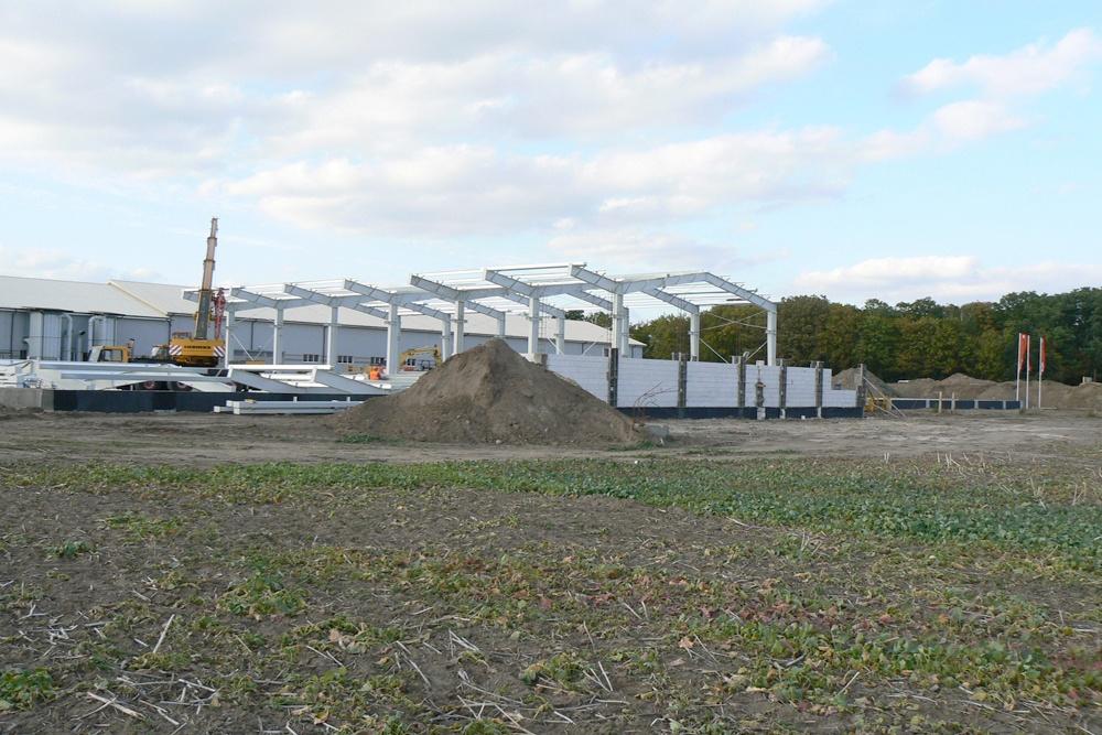 wznoszenie konstrukcji stalowej - hala produkcyjna z częścią socjalno-biurową, dla Medos, Chełmno, woj. kujawsko-pomorskie
