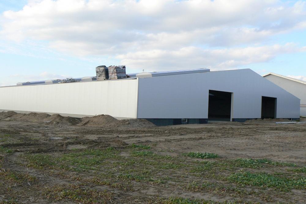 prace wykończeniowe obiektu - hala produkcyjna z częścią socjalno-biurową, dla Medos, Chełmno, woj. kujawsko-pomorskie