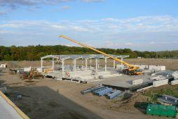 montaż konstrukcji stalowej - hala produkcyjna z częścią socjalno-biurową, dla Medos, Chełmno, woj. kujawsko-pomorskie