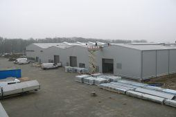 widok od frontu - hala produkcyjna z częścią socjalno-biurową, dla Medos, Chełmno, woj. kujawsko-pomorskie